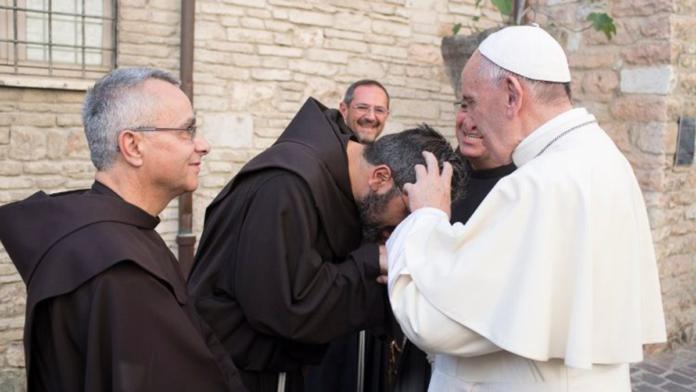 Papa Francesco parla al cuore dei frati francescani