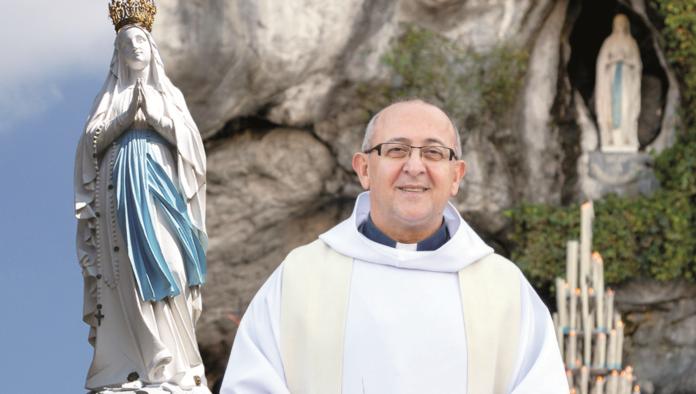 Supplica alla Madonna di Lourdes (Nella foto Padre Nicola Ventriglia - www.omimed.eu)
