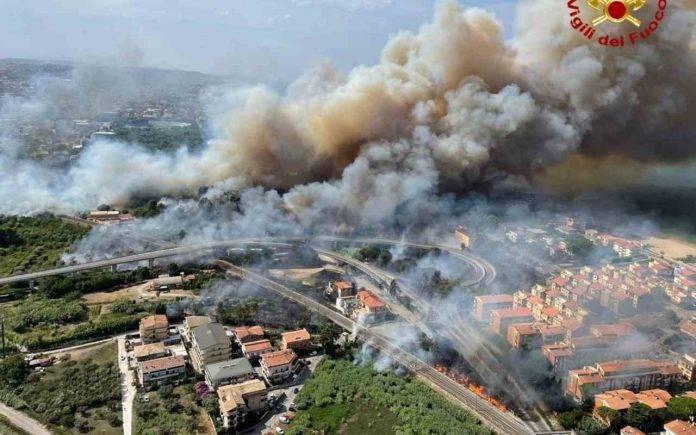 Grande paura ieri a Pescara per un maxi incendio