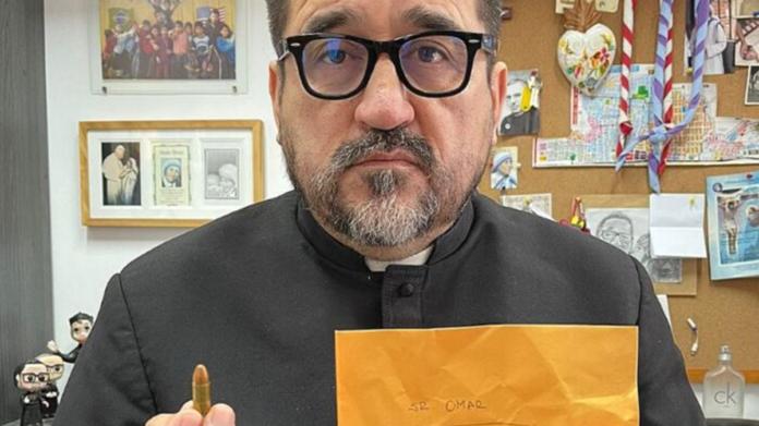 Hanno minacciato Padre Omar. Preghiamo per lui!