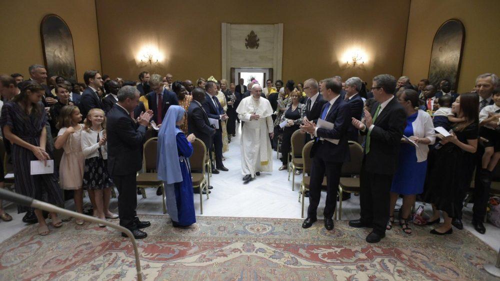 Papa Francesco dona consigli per uscire dalle crisi