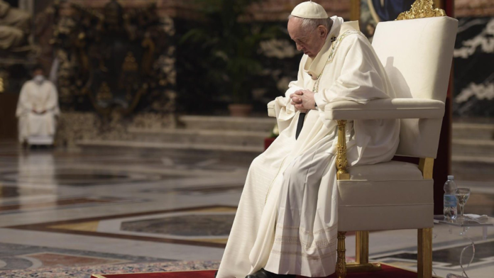 Papa Francesco piange le due suore uccise in Africa