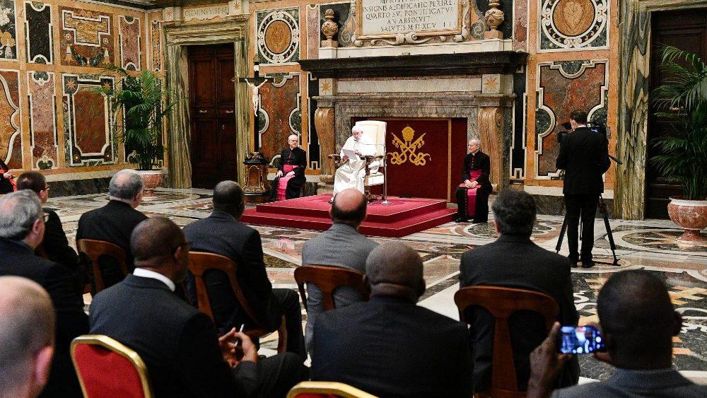 Papa Francesco ci invita a seguire il Signore Gesù