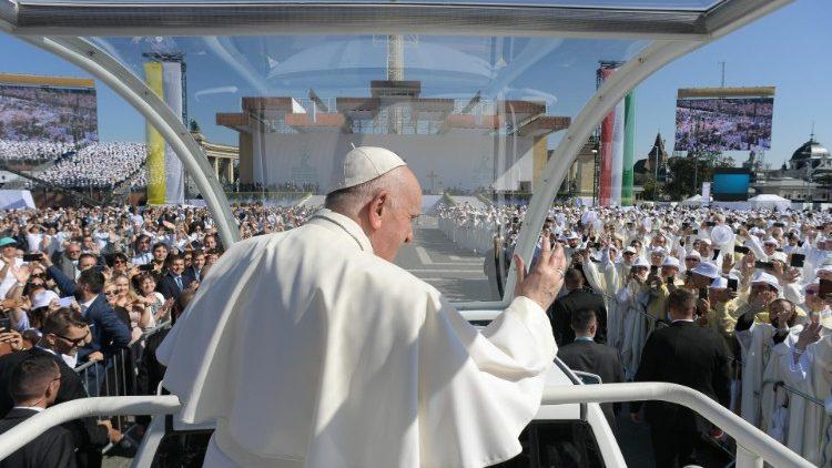 Papa Francesco.papamobile.messa.12.09