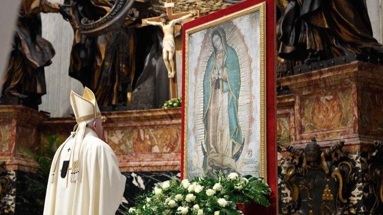 Papa Francesco: 'La Madonna è la madre di tutti...'