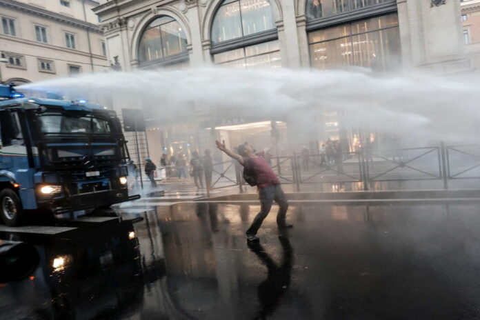 Manifestazione No Green Pass a Roma (Foto: Ansa)