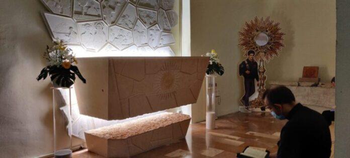 Foto-Tomba-Carlo-Acutis-Santuario-della-Spogliazione